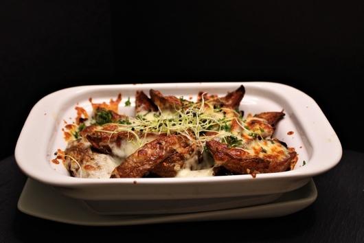 Steakové hranolky zapečené s mozzarellou